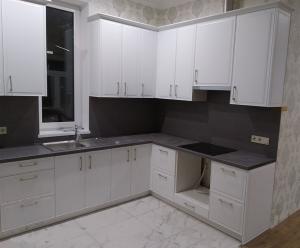 Белая кухня с фасадами Коста